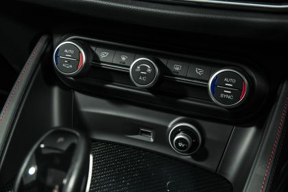2018 Alfa Romeo Stelvio Quadrifoglio - UK version 83