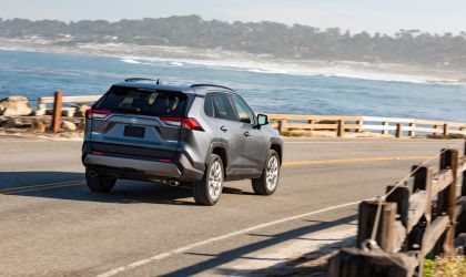 2019 Toyota RAV4 Limited FWD - Magnetic gray 12