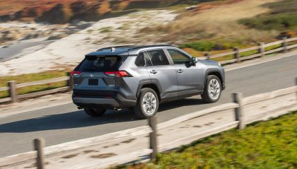 2019 Toyota RAV4 Limited FWD - Magnetic gray 14