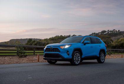 2019 Toyota RAV4 XLE AWD Premium - Blue flame 13