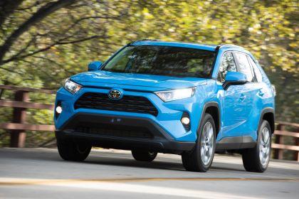 2019 Toyota RAV4 XLE AWD Premium - Blue flame 16