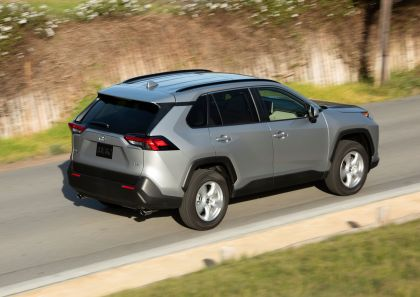 2019 Toyota RAV4 XLE FWD - Silver sky metallic 6