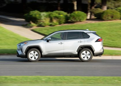 2019 Toyota RAV4 XLE FWD - Silver sky metallic 9