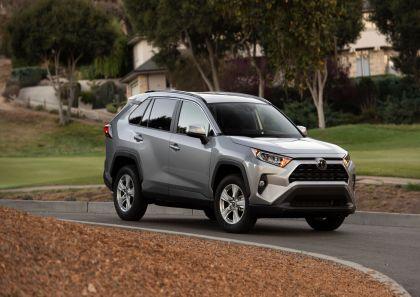 2019 Toyota RAV4 XLE FWD - Silver sky metallic 12