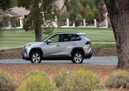 2019 Toyota RAV4 XLE FWD - Silver sky metallic 13