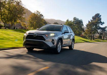 2019 Toyota RAV4 XLE FWD - Silver sky metallic 16