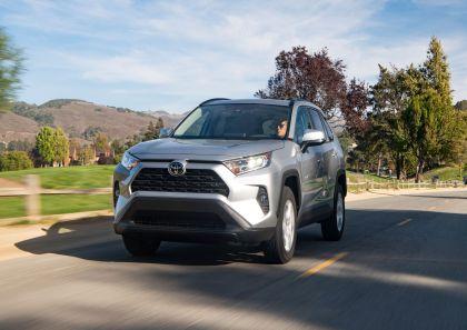 2019 Toyota RAV4 XLE FWD - Silver sky metallic 17