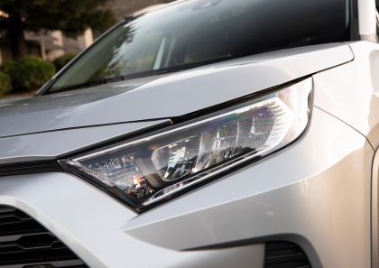 2019 Toyota RAV4 XLE FWD - Silver sky metallic 21