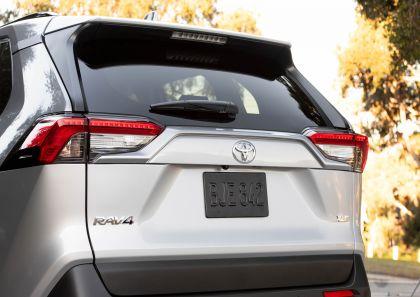 2019 Toyota RAV4 XLE FWD - Silver sky metallic 25