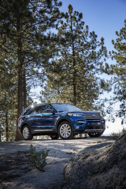 2020 Ford Explorer Limited 3