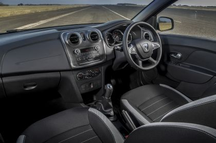 2019 Dacia Sandero Stepway Essential SCe 75 - UK version 7