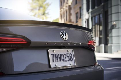 2020 Volkswagen Passat - USA version 19