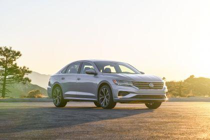 2020 Volkswagen Passat - USA version 33