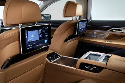 2020 BMW 750Li 30