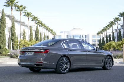 2020 BMW 750Li 85
