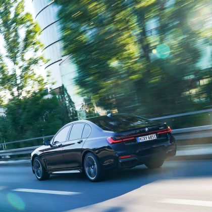 2019 BMW 745e 18