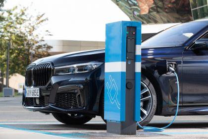 2019 BMW 745e 35