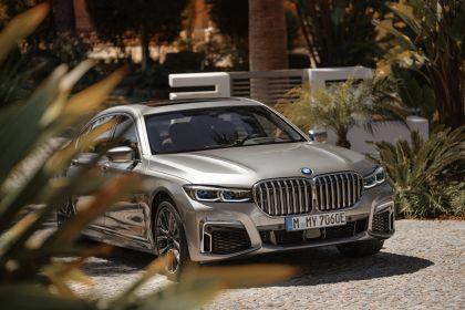2019 BMW 745Le 32