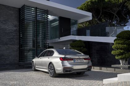 2019 BMW 745Le 58