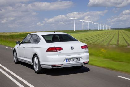 2020 Volkswagen Passat GTE 2