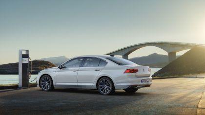 2020 Volkswagen Passat GTE 10