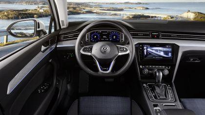 2020 Volkswagen Passat GTE 12