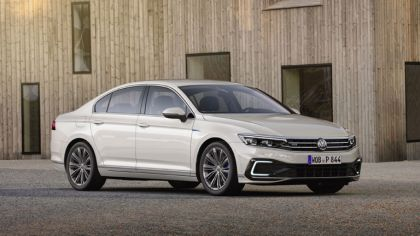 2020 Volkswagen Passat GTE 8