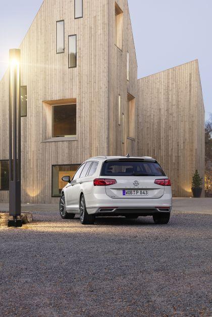 2020 Volkswagen Passat variant GTE 11