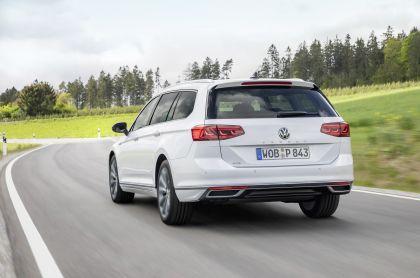 2020 Volkswagen Passat variant GTE 34