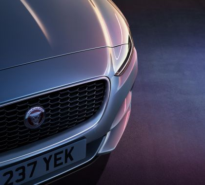 2020 Jaguar XE 38