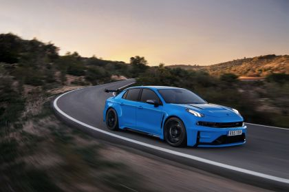 2019 Lynk & Co 03 Cyan concept 37