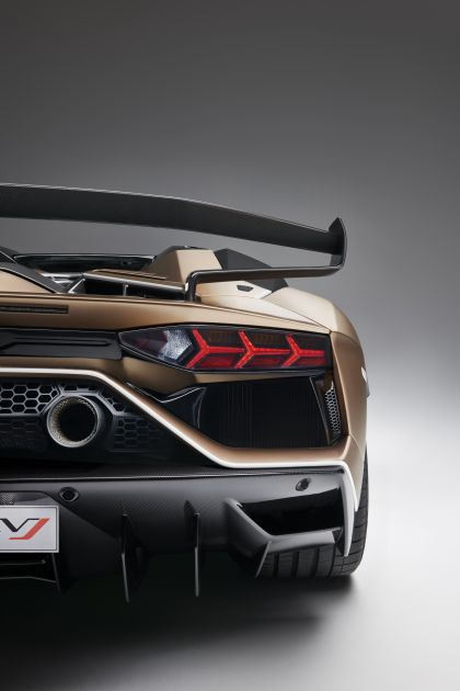 2019 Lamborghini Aventador SVJ roadster 14