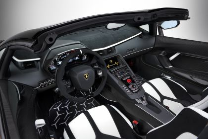 2019 Lamborghini Aventador SVJ roadster 33