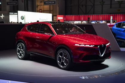 2019 Alfa Romeo Tonale concept 35