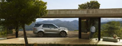 2020 Land Rover Discovery Landmark Edition 2