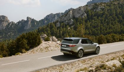 2020 Land Rover Discovery Landmark Edition 3