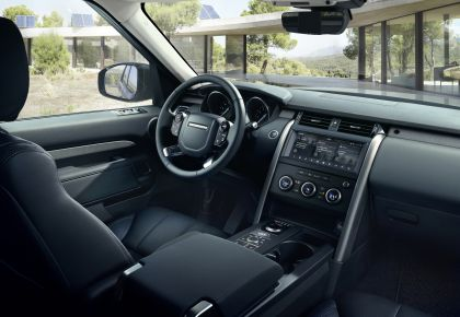 2020 Land Rover Discovery Landmark Edition 10