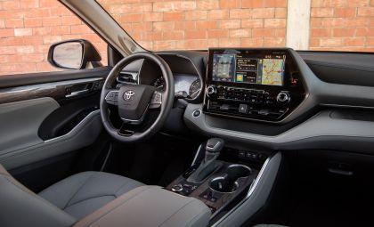 2020 Toyota Highlander Platinum AWD 17