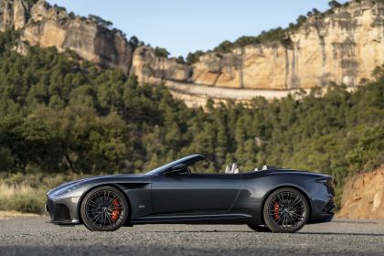 2019 Aston Martin DBS Superleggera Volante 221