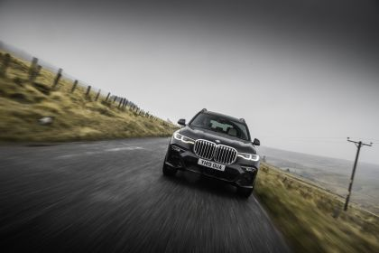 2019 BMW X7 xDrive 30d - UK version 16