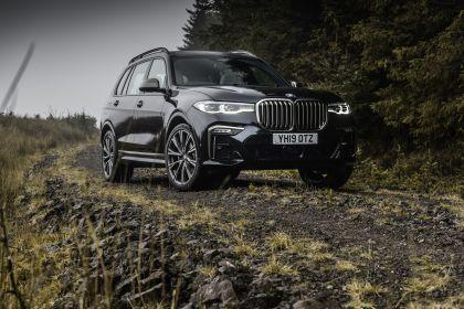 2019 BMW X7 xDrive M50d - UK version 12