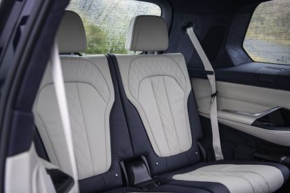 2019 BMW X7 xDrive M50d - UK version 52