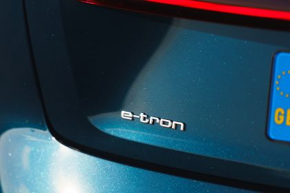 2019 Audi e-Tron - UK version 112