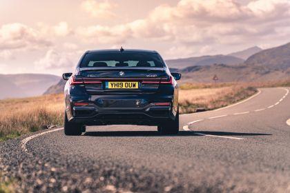 2020 BMW 750i xDrive M Sport - UK version 8