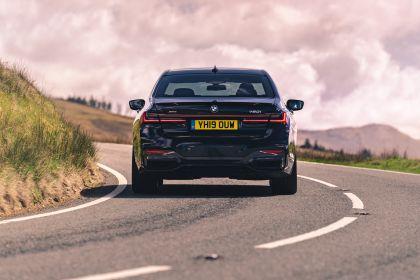 2020 BMW 750i xDrive M Sport - UK version 10