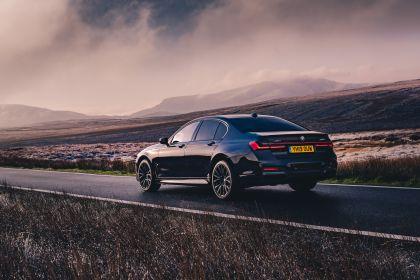 2020 BMW 750i xDrive M Sport - UK version 12