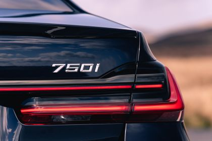2020 BMW 750i xDrive M Sport - UK version 13