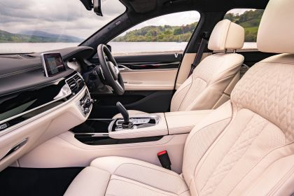 2020 BMW 750i xDrive M Sport - UK version 16