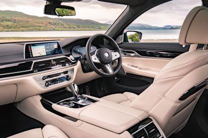 2020 BMW 750i xDrive M Sport - UK version 18