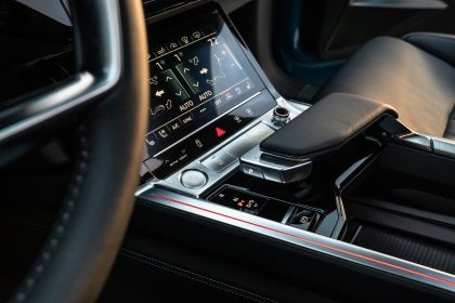 2019 Audi e-Tron - USA version 50